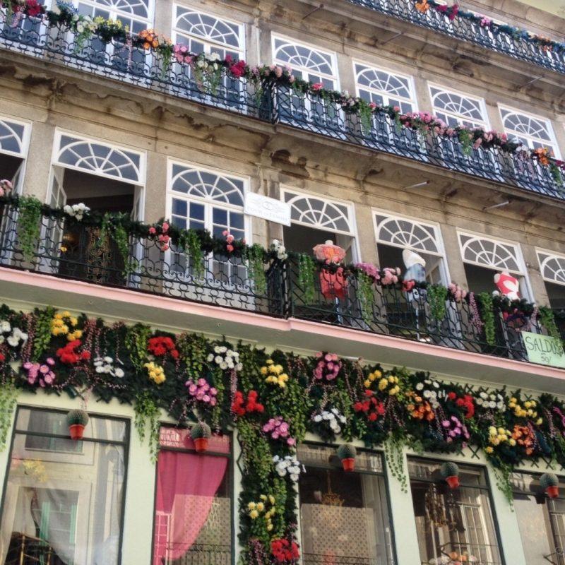 Janelas na Rua das Flores